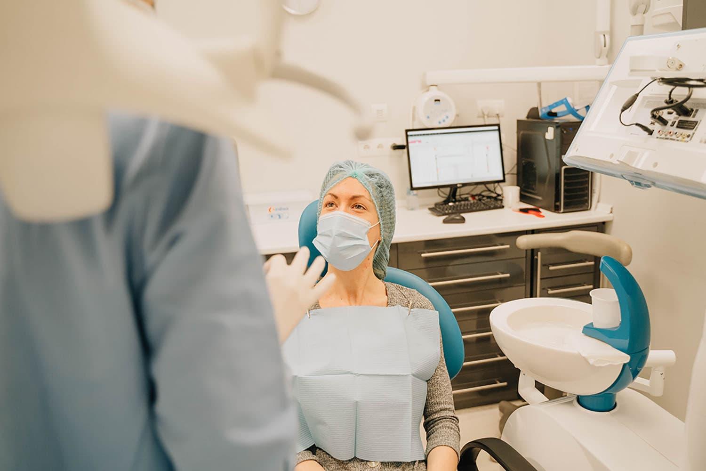 equipo de dentistas experimentado